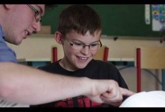 BUDDY joue avec des enfants atteints d'autisme